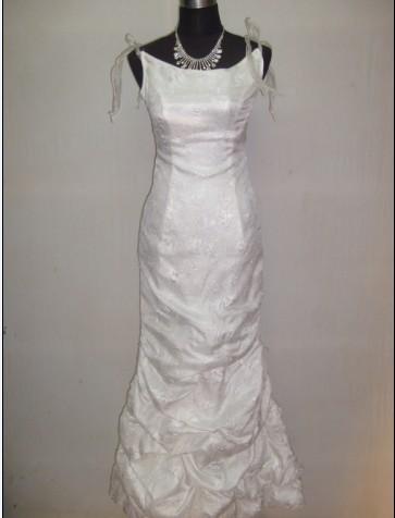 女士白色长款晚礼服
