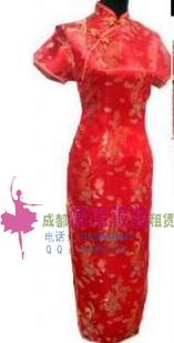 礼仪的长款旗袍