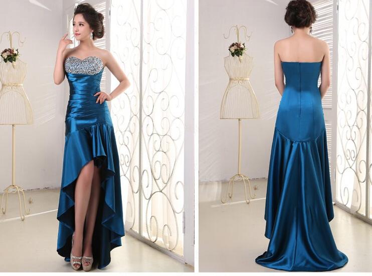 蓝色长款晚礼服