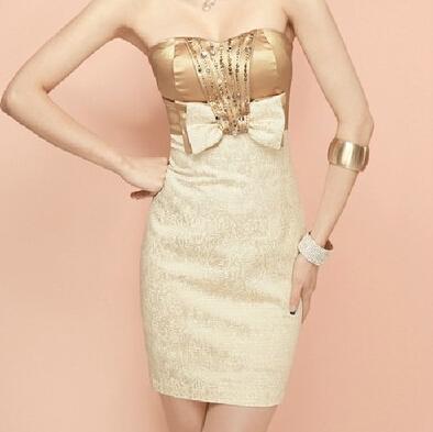 短款香槟色的礼服