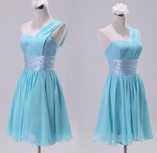 淡蓝色小礼服