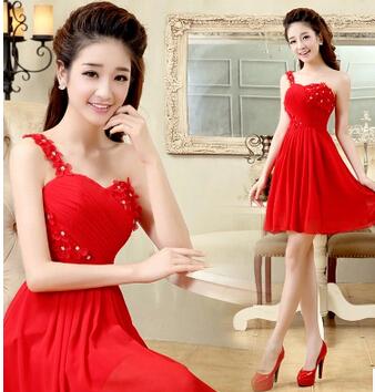 红色短款单肩小礼服