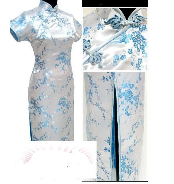 长款淡蓝色旗袍